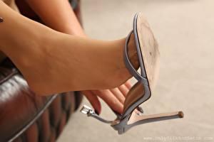 Desktop hintergrundbilder Hautnah Bein High Heels Strumpfhose junge frau