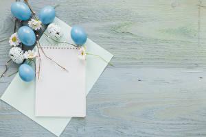 Hintergrundbilder Ostern Vorlage Grußkarte Bretter Ei Blatt Papier Notizblock das Essen