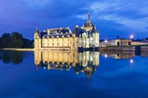 Fotos Frankreich Abend Teich Spiegelt Chateau de Chantilly Städte