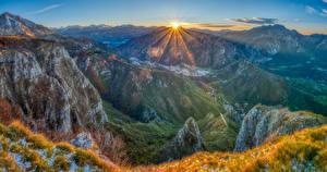 Картинки Франция Гора Пейзаж Солнце Трава Лучи света Pyrenees