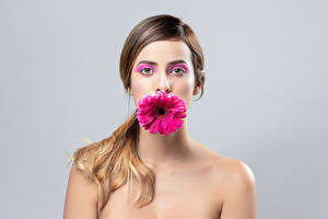 Picture Gerbera Makeup Face Staring Gray background Alexa young woman