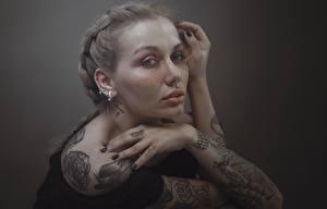 Bakgrunnsbilder Hender Tatovering Ser Mørk blond Hosein Shirvani ung kvinne