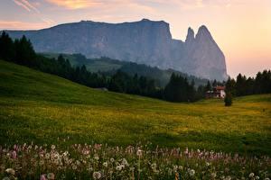 Hintergrundbilder Italien Berg Grünland Sommer Abend Alpen Bäume Natur