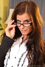 Hintergrundbilder Kamila A only Braune Haare Starren Brille Haar