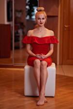 Hintergrundbilder Sitzt Bein Kleid Rot Frisuren Blondine Starren Katya, Andrew Filonenko junge frau