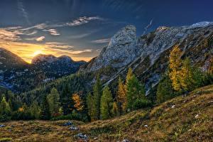 Bilder Gebirge Morgendämmerung und Sonnenuntergang Herbst Österreich Bäume Alpen Hochkogel Mountain Natur