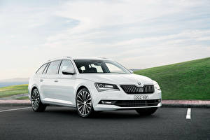 Fotos Skoda Weiß Metallisch Kombi Superb automobil
