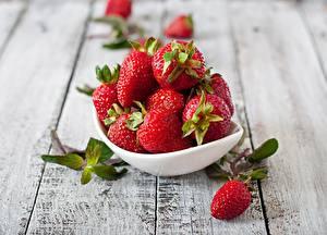 Hintergrundbilder Erdbeeren Beere Tisch Schüssel Bretter das Essen