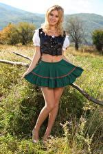 Hintergrundbilder Summer Saint Claire Blond Mädchen Lächeln Rock Bein Kellnerin Mädchens