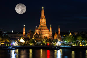Image Thailand Bangkok Temple Rivers Marinas Night Moon Rays of light Wat Arun temple