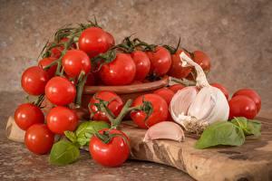 Sfondi desktop Pomodori L'aglio Tagliere