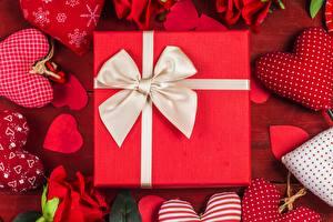 Fotos Valentinstag Geschenke Schleife Herz