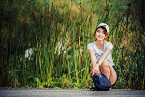 Pictures Asiatic Purse Sit T-shirt Baseball cap Staring young woman