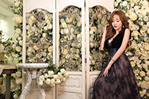 Photo Asian Rose Dress Hands young woman Flowers