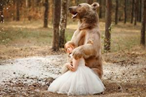 Bilder Ein Bär Kleine Mädchen Kleid Svetlana Nikotina Tiere