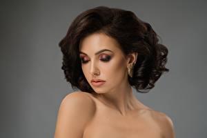 Fotos Braune Haare Model Schminke Frisuren junge frau