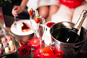 Fotos Schaumwein Erdbeeren Rosen Valentinstag Eimer Flasche Weinglas