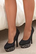 Fotos Nahaufnahme Bein Stöckelschuh Strumpfhose Mädchens