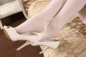 Bilder Hautnah Bein High Heels Strumpfhose junge frau