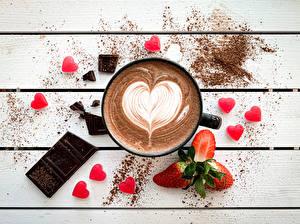 Fotos Kaffee Schokolade Beere Erdbeeren Bretter Herz Becher