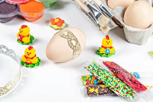 Photo Easter Chicks Sweets White background Eggs