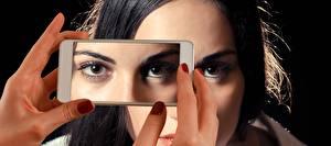 Bilder Finger Augen Maniküre Smartphones junge frau