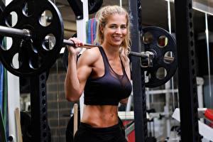 Bilder Gemma Atkinson Hantelstange Lächeln Blond Mädchen sportliches Mädchens