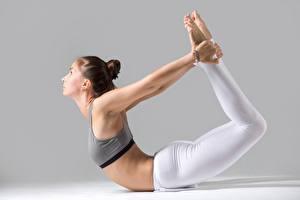 Bilder Gymnastik Fitness Joga Pose Dehnübungen Bein sportliches Mädchens