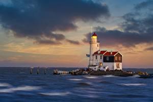 Hintergrundbilder Niederlande See Leuchtturm Paard van Marken Lighthouse, Lake IJssel Natur