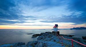 Фото Норвегия Берег Маяк Вечер Скале Møre og Romsdal Природа