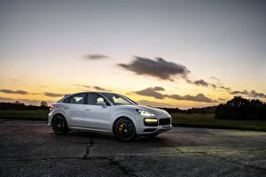 Hintergrundbilder Porsche Weiß Metallisch Coupe 2019-20 Cayenne Turbo Coupe auto