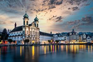Hintergrundbilder Schweiz Flusse Haus Kirchengebäude Abend Himmel Lucerne, Reuss River, Jesuit Church