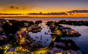Bilder Vereinigtes Königreich Gebäude Straße Bootssteg Abend Bucht Von oben Bermuda Städte