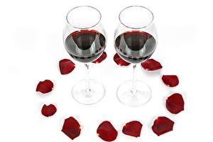 Hintergrundbilder Wein Weinglas Blütenblätter Weißer hintergrund