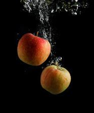 Hintergrundbilder Äpfel Wasser Schwarzer Hintergrund 2 Lebensmittel