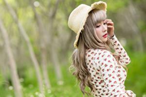 Sfondi desktop Asiatici Sfondo sfocato Blusa Cappello Ragazze