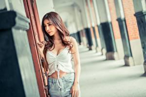 Bilder Asiatisches Bokeh Braune Haare Unterhemd junge frau