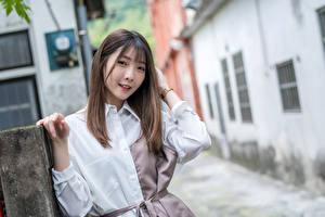 Bilder Asiatisches Unscharfer Hintergrund Blick Braunhaarige Mädchens
