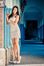 Bilder Asiaten High Heels Bein Kleid Starren Schöne junge frau