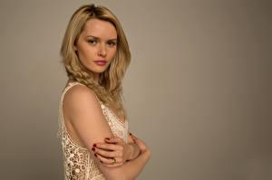 Hintergrundbilder Carla Monaco Blond Mädchen Hand Blick Mädchens