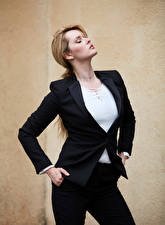 Fotos Carla Monaco Blondine Posiert Anzug