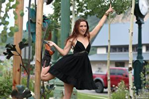 Hintergrundbilder Elena Generi Braune Haare Posiert Kleid Blick