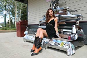 Fotos Elena Generi Braunhaarige Sitzen Bein Stiefel Kleid Mädchens