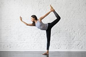 Hintergrundbilder Gymnastik Joga Posiert Dehnübung sportliches Mädchens