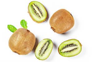 Bilder Kiwi Großansicht Weißer hintergrund Lebensmittel