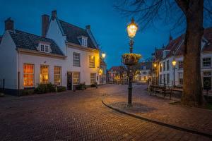 Bureaubladachtergronden Nederland Avond Huizen Straatverlichting Straat Amersfoort, Utrecht een stad