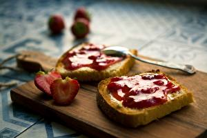 Photo Strawberry Bread Fruit preserves Cutting board Spoon Food