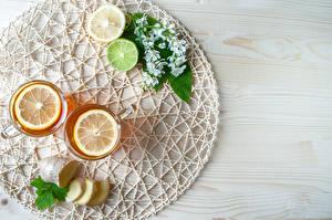 Fotos Tee Zitronen Limette Bretter Trinkglas