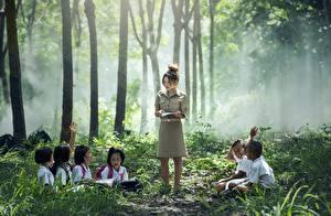 Fonds d'écran Asiatiques Brouillard Assise Garçon Petites filles enfant