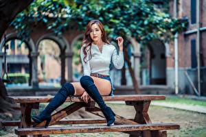 Fotos Asiatische Sitzend Bein Stiefel Blick Bokeh Tisch Schöne Mädchens